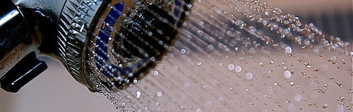 Plato de ducha por bañera: el cambio inteligente y seguro